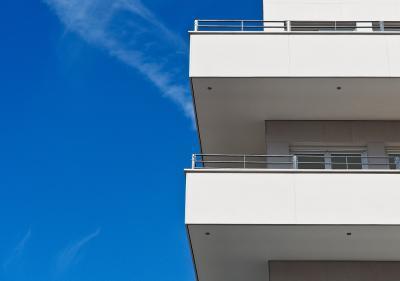 Omgevingsgeluiden verminderen op het balkon